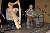 Danielle et Popol Favata pour un duo harpe-dobro.